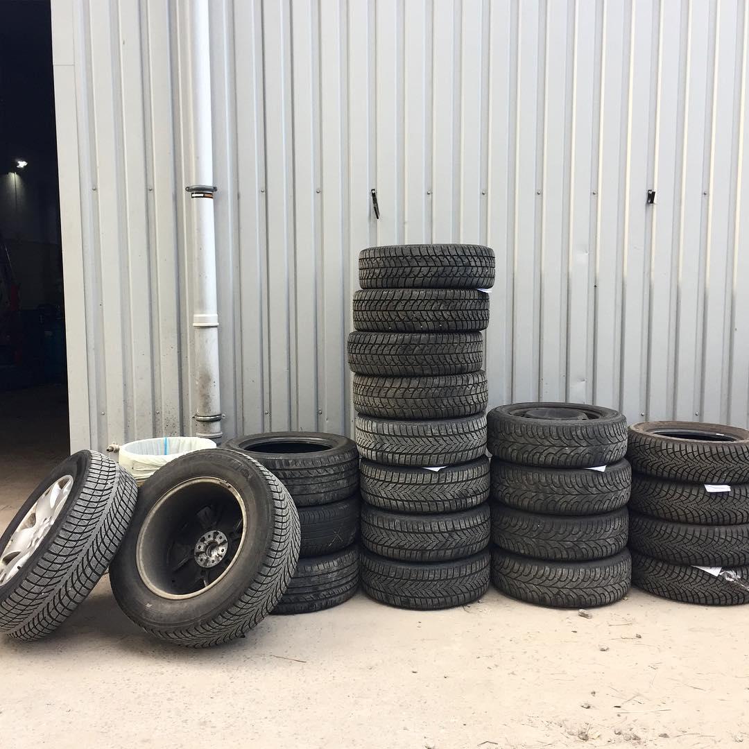 Зимние шины перед погрузкой на хранение в DZigora Complex