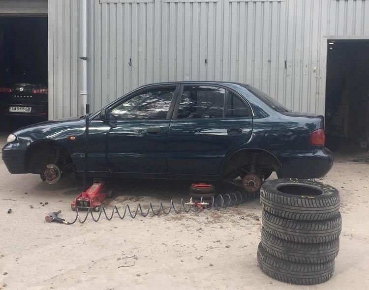 Замена и ремонт шин автомобиля