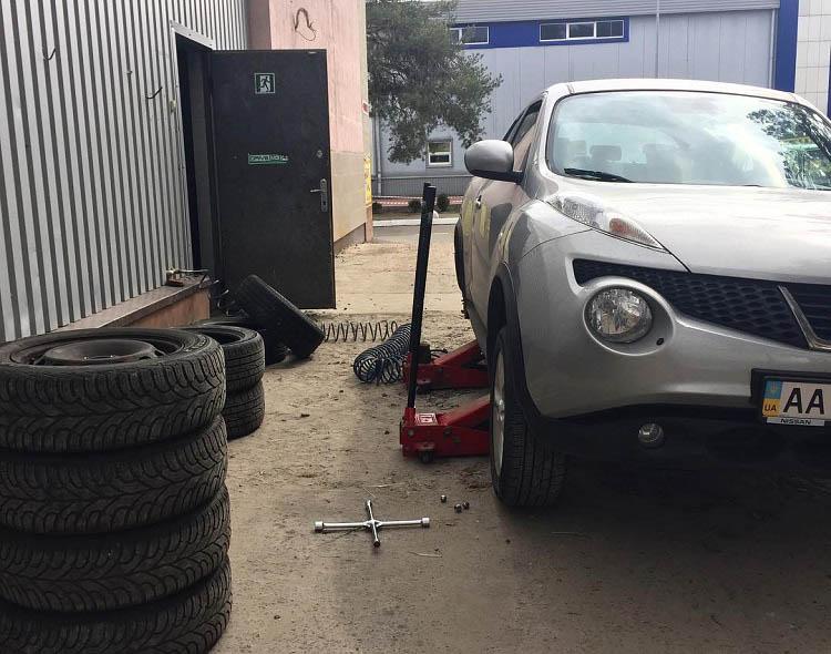 «Переобувка» и ремонт шин авто Nissan
