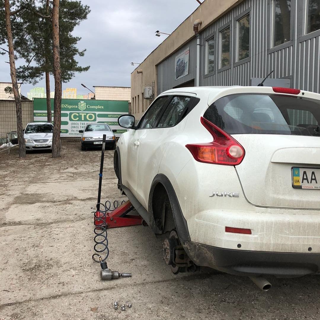Сезонная переобувка резины автомобиля Nissan Juke
