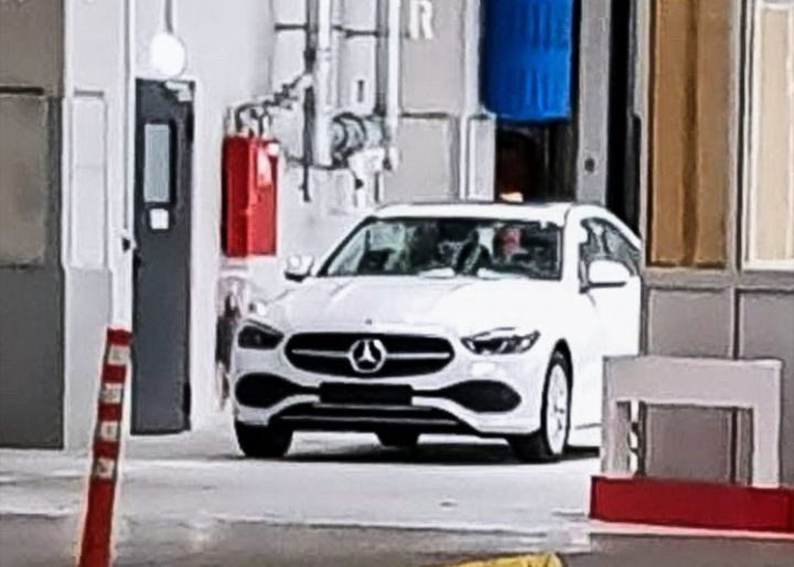 Шпионское фото новой модели Mercedes-Benz C-Class